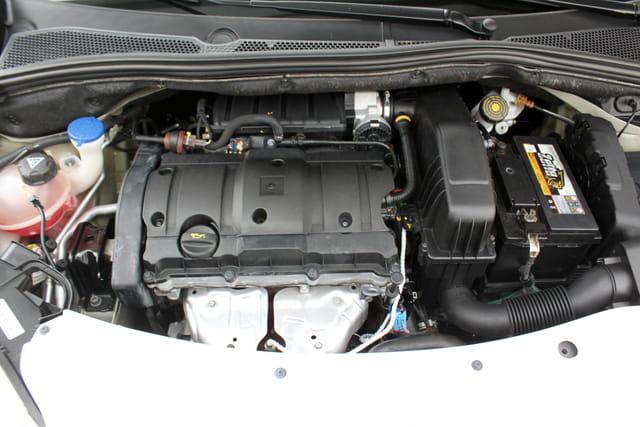PEUGEOT 208 1.6 ACTIVE PACK 16V FLEX 4P AUTOMATICO 1.2 2015