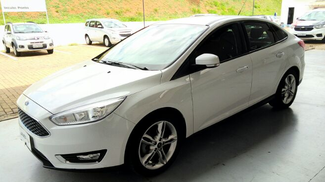 FORD FOCUS SE Sedan 16V 2.0 2016