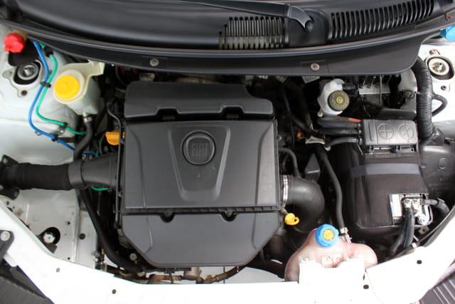 FIAT GRAND SIENA ESSENCE DUALOGIC 1.6 16V FLEX 1.6 2015