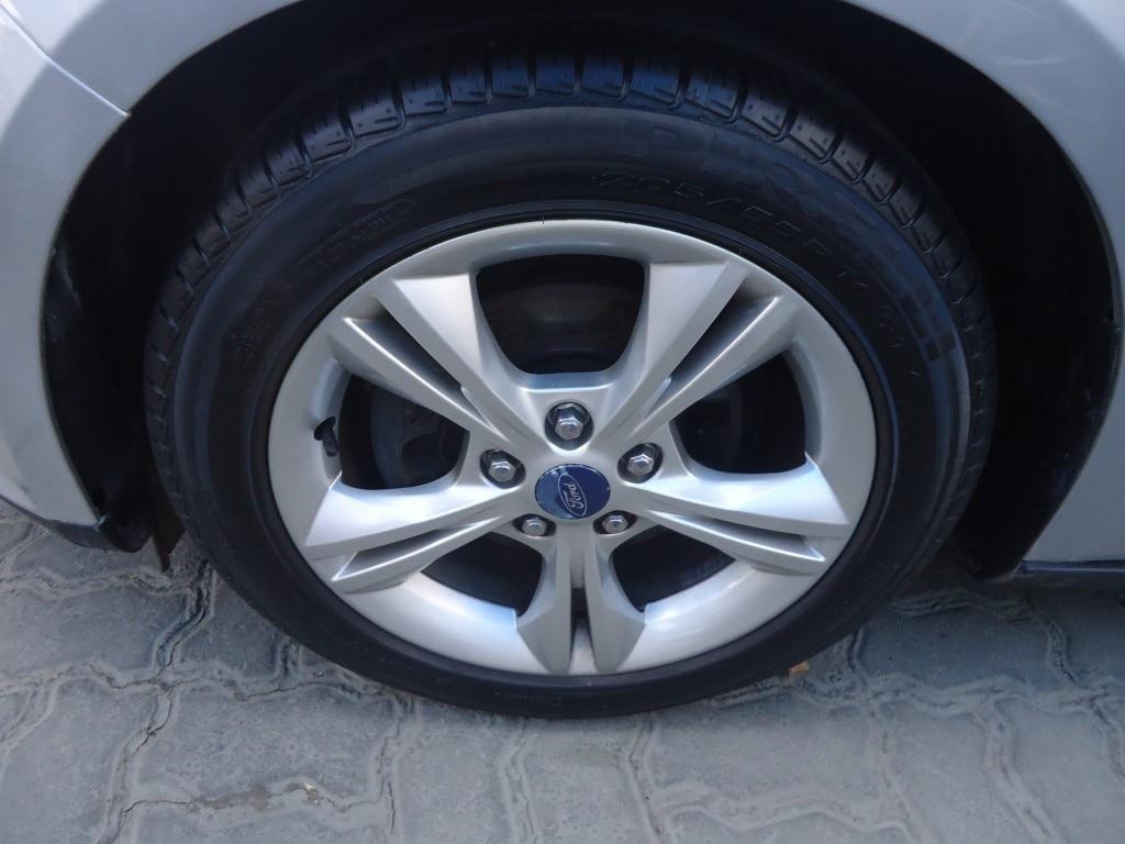 FORD FOCUS SE PLUS SEDAN 16V FLEX 4P AUTOMÁTICO 2.0 2014